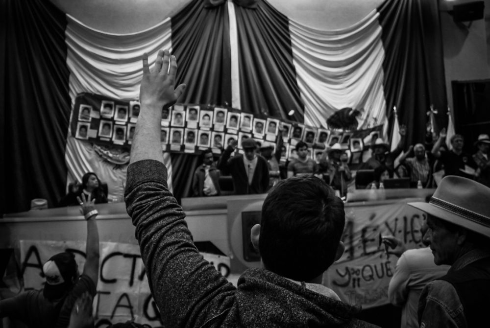 College students took the places of deputies for a Popular Assembly after the takeover of Congress in the state of Sonora to protest the disappearance of the 43 students Ayotzinapa in Iguala, Guerrero. Among other topics, students discussed dismiss Enrique Peña Nieto as president of Mexico.