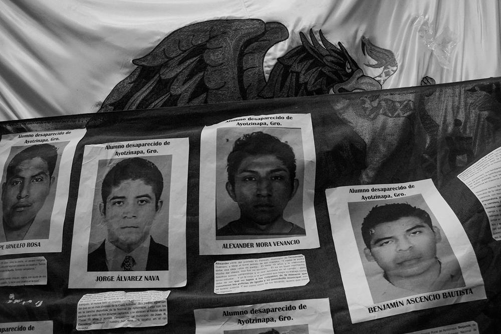 Toma del Congreso de Sonora por los 43 estudiantes de Ayotzinapa (1)
